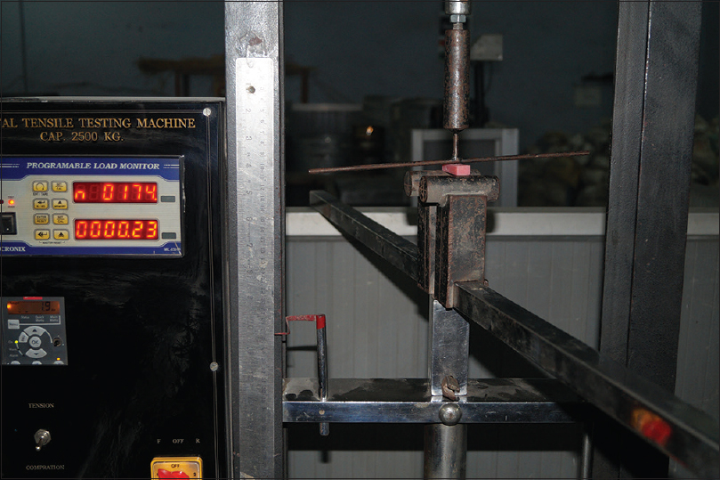 Figure 10: Universal testing machine with test specimen